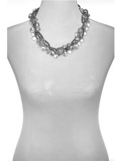 shaky bead necklace